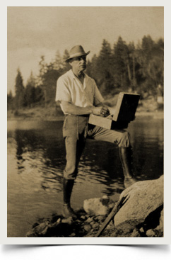 Tilden Daken painting on the rim of the World, Lake Arrowhead, 1923.